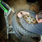 Motociklu riepu maiņa, montāža.